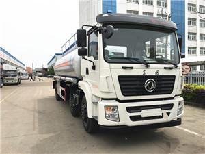 15-20吨国五东风小三轴油罐车