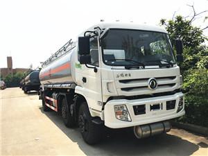 15-20吨东风特商小三轴油罐车